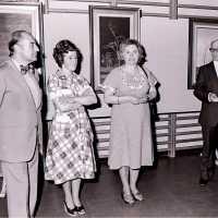 <strong>Allerlei kunstschilders-artiesten  -  1975</strong><br>1976 ©Herzele in Beeld<br><br><a href='https://www.herzeleinbeeld.be/Foto/2109/Allerlei-kunstschilders-artiesten-----1975'><u>Meer info over de foto</u></a>