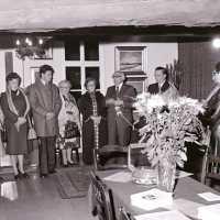 <strong>Allerlei kunstschilders-artiesten  -  1975</strong><br>20-11-1976 ©Herzele in Beeld<br><br><a href='https://www.herzeleinbeeld.be/Foto/2112/Allerlei-kunstschilders-artiesten-----1975'><u>Meer info over de foto</u></a>