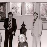 <strong>Allerlei kunstschilders-artiesten  -  1975</strong><br>01-01-1975 ©Herzele in Beeld<br><br><a href='https://www.herzeleinbeeld.be/Foto/2114/Allerlei-kunstschilders-artiesten-----1975'><u>Meer info over de foto</u></a>