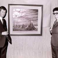 <strong>Allerlei kunstschilders-artiesten  -  1975</strong><br>1976 ©Herzele in Beeld<br><br><a href='https://www.herzeleinbeeld.be/Foto/2116/Allerlei-kunstschilders-artiesten-----1975'><u>Meer info over de foto</u></a>