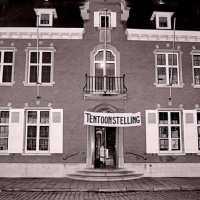 <strong>Kunstschilder Masereel stelt tentoon in Gemeentehuis  -  1975</strong><br> ©Herzele in Beeld<br><br><a href='https://www.herzeleinbeeld.be/Foto/2117/Kunstschilder-Masereel-stelt-tentoon-in-Gemeentehuis-----1975'><u>Meer info over de foto</u></a>