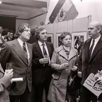 <strong>Kunstschilder Masereel stelt tentoon in Gemeentehuis  -  1975</strong><br> ©Herzele in Beeld<br><br><a href='https://www.herzeleinbeeld.be/Foto/2121/Kunstschilder-Masereel-stelt-tentoon-in-Gemeentehuis-----1975'><u>Meer info over de foto</u></a>