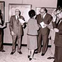 <strong>Kunstschilder Michel Vergucht stelt tentoon  -  1975</strong><br> ©Herzele in Beeld<br><br><a href='https://www.herzeleinbeeld.be/Foto/2138/Kunstschilder-Michel-Vergucht-stelt-tentoon-----1975'><u>Meer info over de foto</u></a>