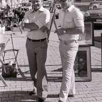 <strong>Kunstmarkt Sint-Lievens-Esse</strong><br>1977 ©Herzele in Beeld<br><br><a href='https://www.herzeleinbeeld.be/Foto/2161/Kunstmarkt-Sint-Lievens-Esse'><u>Meer info over de foto</u></a>
