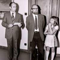 <strong>Kunstschilder Ernest Van Den Driessche  -  1974</strong><br>01-01-1974 ©Herzele in Beeld<br><br><a href='https://www.herzeleinbeeld.be/Foto/2170/Kunstschilder-Ernest-Van-Den-Driessche-----1974'><u>Meer info over de foto</u></a>