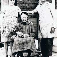 <strong>Bijna 100 jarige te Herzele - Angelique De Meyer - Pius Melkebeke</strong><br>1945 ©Herzele in Beeld<br><br><a href='https://www.herzeleinbeeld.be/Foto/2177/Bijna-100-jarige-te-Herzele---Angelique-De-Meyer---Pius-Melkebeke'><u>Meer info over de foto</u></a>