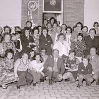 <strong>Souper (eetfestijn) allerlei verenigingen - 1974-75-76</strong><br> ©Herzele in Beeld<br><br><a href='https://www.herzeleinbeeld.be/Foto/2200/Souper-(eetfestijn)-allerlei-verenigingen---1974-75-76'><u>Meer info over de foto</u></a>