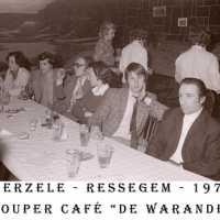 <strong>Souper (eetfestijn) allerlei verenigingen - 1974-75-76</strong><br> ©Herzele in Beeld<br><br><a href='https://www.herzeleinbeeld.be/Foto/2212/Souper-(eetfestijn)-allerlei-verenigingen---1974-75-76'><u>Meer info over de foto</u></a>
