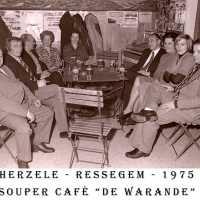 <strong>Souper (eetfestijn) allerlei verenigingen - 1974-75-76</strong><br> ©Herzele in Beeld<br><br><a href='https://www.herzeleinbeeld.be/Foto/2213/Souper-(eetfestijn)-allerlei-verenigingen---1974-75-76'><u>Meer info over de foto</u></a>