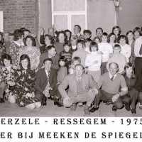 <strong>Souper (eetfestijn) allerlei verenigingen - 1974-75-76</strong><br> ©Herzele in Beeld<br><br><a href='https://www.herzeleinbeeld.be/Foto/2214/Souper-(eetfestijn)-allerlei-verenigingen---1974-75-76'><u>Meer info over de foto</u></a>