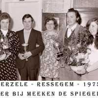 <strong>Souper (eetfestijn) allerlei verenigingen - 1974-75-76</strong><br> ©Herzele in Beeld<br><br><a href='https://www.herzeleinbeeld.be/Foto/2215/Souper-(eetfestijn)-allerlei-verenigingen---1974-75-76'><u>Meer info over de foto</u></a>