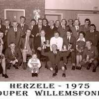 <strong>Souper (eetfestijn) allerlei verenigingen - 1974-75-76</strong><br> ©Herzele in Beeld<br><br><a href='https://www.herzeleinbeeld.be/Foto/2217/Souper-(eetfestijn)-allerlei-verenigingen---1974-75-76'><u>Meer info over de foto</u></a>