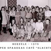 <strong>Souper (eetfestijn) allerlei verenigingen - 1974-75-76</strong><br> ©Herzele in Beeld<br><br><a href='https://www.herzeleinbeeld.be/Foto/2218/Souper-(eetfestijn)-allerlei-verenigingen---1974-75-76'><u>Meer info over de foto</u></a>