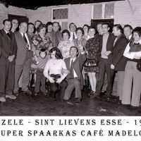 <strong>Souper (eetfestijn) allerlei verenigingen - 1974-75-76</strong><br> ©Herzele in Beeld<br><br><a href='https://www.herzeleinbeeld.be/Foto/2219/Souper-(eetfestijn)-allerlei-verenigingen---1974-75-76'><u>Meer info over de foto</u></a>