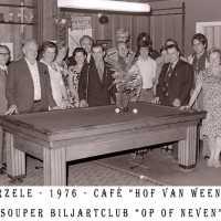 <strong>Souper (eetfestijn) allerlei verenigingen - 1974-75-76</strong><br>01-01-1974 ©Herzele in Beeld<br><br><a href='https://www.herzeleinbeeld.be/Foto/2221/Souper-(eetfestijn)-allerlei-verenigingen---1974-75-76'><u>Meer info over de foto</u></a>