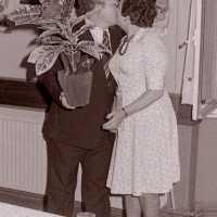 <strong>Souper (eetfestijn) allerlei verenigingen - 1974-75-76</strong><br>01-01-1974 ©Herzele in Beeld<br><br><a href='https://www.herzeleinbeeld.be/Foto/2222/Souper-(eetfestijn)-allerlei-verenigingen---1974-75-76'><u>Meer info over de foto</u></a>