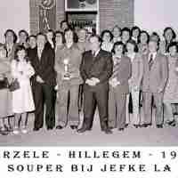 <strong>Souper (eetfestijn) allerlei verenigingen - 1974-75-76</strong><br> ©Herzele in Beeld<br><br><a href='https://www.herzeleinbeeld.be/Foto/2242/Souper-(eetfestijn)-allerlei-verenigingen---1974-75-76'><u>Meer info over de foto</u></a>
