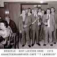 <strong>Kaarters  -  1973 t.e.m. 1977</strong><br> ©Herzele in Beeld<br><br><a href='https://www.herzeleinbeeld.be/Foto/2270/Kaarters-----1973-t.e.m.-1977'><u>Meer info over de foto</u></a>