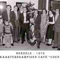 <strong>Kaarters  -  1973 t.e.m. 1977</strong><br> ©Herzele in Beeld<br><br><a href='https://www.herzeleinbeeld.be/Foto/2271/Kaarters-----1973-t.e.m.-1977'><u>Meer info over de foto</u></a>