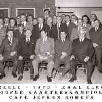 <strong>Kaarters  -  1973 t.e.m. 1977</strong><br> ©Herzele in Beeld<br><br><a href='https://www.herzeleinbeeld.be/Foto/2282/Kaarters-----1973-t.e.m.-1977'><u>Meer info over de foto</u></a>