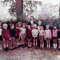 <strong>Bij zuster Blancka in het klooster  -  1970</strong><br>1970 ©Herzele in Beeld<br><br><a href='https://www.herzeleinbeeld.be/Foto/2313/Bij-zuster-Blancka-in-het-klooster-----1970'><u>Meer info over de foto</u></a>