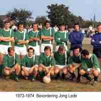 <strong>Carriére Rik Van Boven - Keeper DT Toekomst Borsbeke  (Periode 1964-1970)</strong><br> ©Herzele in Beeld<br><br><a href='https://www.herzeleinbeeld.be/Foto/2336/Carriére-Rik-Van-Boven---Keeper-DT-Toekomst-Borsbeke--(Periode-1964-1970)'><u>Meer info over de foto</u></a>