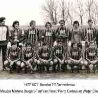 <strong>Benefiet FC Denderleeuw</strong><br>1977 ©Herzele in Beeld<br><br><a href='https://www.herzeleinbeeld.be/Foto/2347/Benefiet-FC-Denderleeuw'><u>Meer info over de foto</u></a>