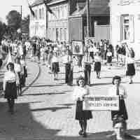 <strong>Bevrijdingsfeesten 1945  -  Archief: Ghislain Van Wayenberghe</strong><br>1945 ©Herzele in Beeld<br><br><a href='https://www.herzeleinbeeld.be/Foto/2443/Bevrijdingsfeesten-1945-----Archief:-Ghislain-Van-Wayenberghe'><u>Meer info over de foto</u></a>