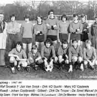 <strong>Juniorenploeg  1976-77</strong><br>1976 ©Herzele in Beeld<br><br><a href='https://www.herzeleinbeeld.be/Foto/2462/Juniorenploeg--1976-77'><u>Meer info over de foto</u></a>