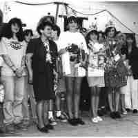 <strong>Oogstfeesten </strong><br>1993 ©Herzele in Beeld<br><br><a href='https://www.herzeleinbeeld.be/Foto/2541/Oogstfeesten-'><u>Meer info over de foto</u></a>