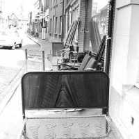 <strong>Straatverkoop - 1000 jaar Herzele</strong><br>25-03-1972 ©Herzele in Beeld<br><br><a href='https://www.herzeleinbeeld.be/Foto/275/Straatverkoop---1000-jaar-Herzele'><u>Meer info over de foto</u></a>