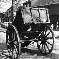 <strong>Straatverkoop - 1000 jaar Herzele</strong><br>25-03-1972 ©Herzele in Beeld<br><br><a href='https://www.herzeleinbeeld.be/Foto/276/Straatverkoop---1000-jaar-Herzele'><u>Meer info over de foto</u></a>