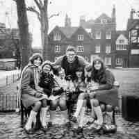 <strong>Schooluitstap naar Londen  Sint-Paulus  -  1977</strong><br>1977 ©Herzele in Beeld<br><br><a href='https://www.herzeleinbeeld.be/Foto/328/Schooluitstap-naar-Londen--Sint-Paulus-----1977'><u>Meer info over de foto</u></a>