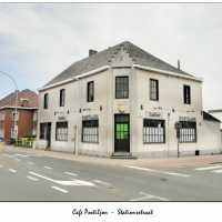 <strong>Café Postiljon</strong><br>2020 ©Peter de Jaeger<br><br><a href='https://www.herzeleinbeeld.be/Foto/345/Café-Postiljon'><u>Meer info over de foto</u></a>