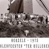 <strong>Molenfeesten  -  1973-74-75</strong><br> ©Herzele in Beeld<br><br><a href='https://www.herzeleinbeeld.be/Foto/438/Molenfeesten-----1973-74-75'><u>Meer info over de foto</u></a>