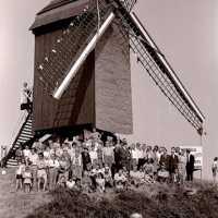 <strong>Molenfeesten  -  1973-74-75</strong><br> ©Herzele in Beeld<br><br><a href='https://www.herzeleinbeeld.be/Foto/439/Molenfeesten-----1973-74-75'><u>Meer info over de foto</u></a>