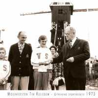 <strong>Molenfeesten  -  1973-74-75</strong><br> ©Herzele in Beeld<br><br><a href='https://www.herzeleinbeeld.be/Foto/442/Molenfeesten-----1973-74-75'><u>Meer info over de foto</u></a>