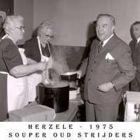 <strong>Oud strijders Souper  -  1975</strong><br> ©Herzele in Beeld<br><br><a href='https://www.herzeleinbeeld.be/Foto/444/Oud-strijders-Souper-----1975'><u>Meer info over de foto</u></a>