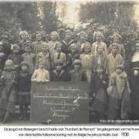 <strong>Klasfoto's Ressegem  </strong><br> ©Herzele in Beeld<br><br><a href='https://www.herzeleinbeeld.be/Foto/591/Klasfotos-Ressegem--'><u>Meer info over de foto</u></a>