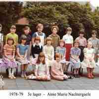 <strong>Klasfoto's Beatrijs Den Tandt Sint-Paulusinstituut</strong><br> ©Herzele in Beeld<br><br><a href='https://www.herzeleinbeeld.be/Foto/660/Klasfotos-Beatrijs-Den-Tandt-Sint-Paulusinstituut'><u>Meer info over de foto</u></a>