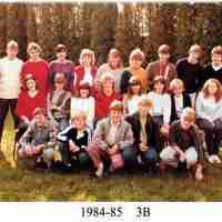 <strong>Klasfoto's Beatrijs Den Tandt Sint-Paulusinstituut</strong><br> ©Herzele in Beeld<br><br><a href='https://www.herzeleinbeeld.be/Foto/675/Klasfotos-Beatrijs-Den-Tandt-Sint-Paulusinstituut'><u>Meer info over de foto</u></a>