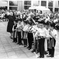 <strong>Borsbeke - Vrije basischool - schoolfeest  -  1969</strong><br> ©Herzele in Beeld<br><br><a href='https://www.herzeleinbeeld.be/Foto/686/Borsbeke---Vrije-basischool---schoolfeest-----1969'><u>Meer info over de foto</u></a>