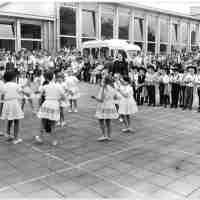<strong>Borsbeke - Vrije basischool - schoolfeest  -  1969</strong><br> ©Herzele in Beeld<br><br><a href='https://www.herzeleinbeeld.be/Foto/688/Borsbeke---Vrije-basischool---schoolfeest-----1969'><u>Meer info over de foto</u></a>