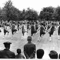 <strong>Borsbeke - Vrije basischool - schoolfeest  -  1969</strong><br> ©Herzele in Beeld<br><br><a href='https://www.herzeleinbeeld.be/Foto/695/Borsbeke---Vrije-basischool---schoolfeest-----1969'><u>Meer info over de foto</u></a>