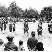 <strong>Borsbeke - Vrije basischool - schoolfeest  -  1969</strong><br> ©Herzele in Beeld<br><br><a href='https://www.herzeleinbeeld.be/Foto/703/Borsbeke---Vrije-basischool---schoolfeest-----1969'><u>Meer info over de foto</u></a>