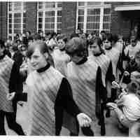 <strong>Borsbeke - Vrije basischool - schoolfeest  -  1969</strong><br> ©Herzele in Beeld<br><br><a href='https://www.herzeleinbeeld.be/Foto/705/Borsbeke---Vrije-basischool---schoolfeest-----1969'><u>Meer info over de foto</u></a>