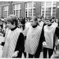 <strong>Borsbeke - Vrije basischool - schoolfeest  -  1969</strong><br> ©Herzele in Beeld<br><br><a href='https://www.herzeleinbeeld.be/Foto/706/Borsbeke---Vrije-basischool---schoolfeest-----1969'><u>Meer info over de foto</u></a>