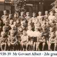 <strong>Borsbeke gemeenteschool  -  Verschillende schooljaren</strong><br> ©Herzele in Beeld<br><br><a href='https://www.herzeleinbeeld.be/Foto/707/Borsbeke-gemeenteschool-----Verschillende-schooljaren'><u>Meer info over de foto</u></a>