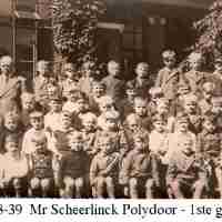 <strong>Borsbeke gemeenteschool  -  Verschillende schooljaren</strong><br> ©Herzele in Beeld<br><br><a href='https://www.herzeleinbeeld.be/Foto/708/Borsbeke-gemeenteschool-----Verschillende-schooljaren'><u>Meer info over de foto</u></a>
