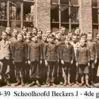 <strong>Borsbeke gemeenteschool  -  Verschillende schooljaren</strong><br> ©Herzele in Beeld<br><br><a href='https://www.herzeleinbeeld.be/Foto/709/Borsbeke-gemeenteschool-----Verschillende-schooljaren'><u>Meer info over de foto</u></a>